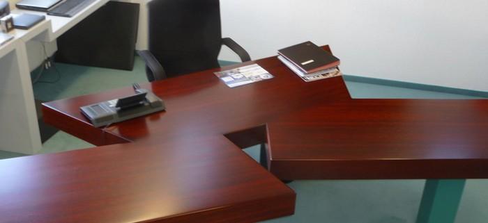 Schreibtisch-700x700